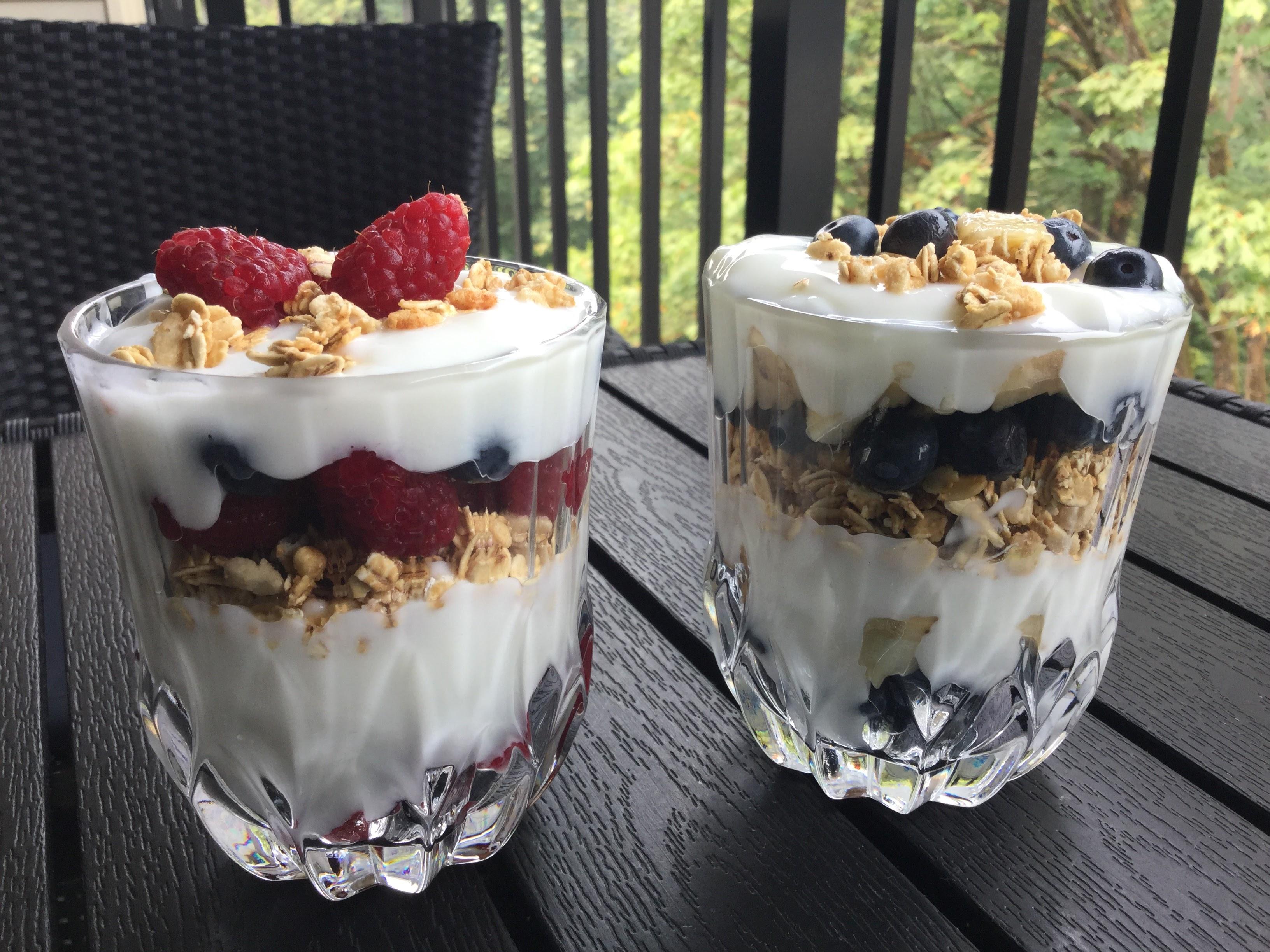 Jogurt z musli i owocami dietetyczny deser
